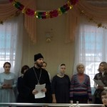 Молодежь храма Знамения поздравила проживающих в психоневрологическом интернате №4 с Рождеством Христовым