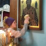 Воспитанники центра «Наш дом» потрудились на субботнике в храме