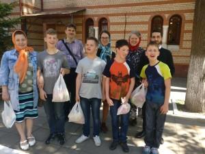 Воспитанники Центра содействия семейному воспитанию «Наш дом» причастились Святых Христовых Тайн в храме Знамения в Кунцеве