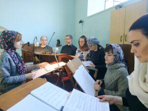 Молодежный хор храма Знамения спел литургию святителя Иоанна Златоуста в Родительскую субботу 10 апреля