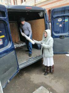 Социальная служба «Милосердие» храма Знамения оказывает помощь детям-сиротам и многодетным семьям в регионах